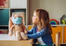 Grupa znanstvenika: za djecu je Covid-19 manje opasan od mnogih drugih štetnosti, uključujući gripu